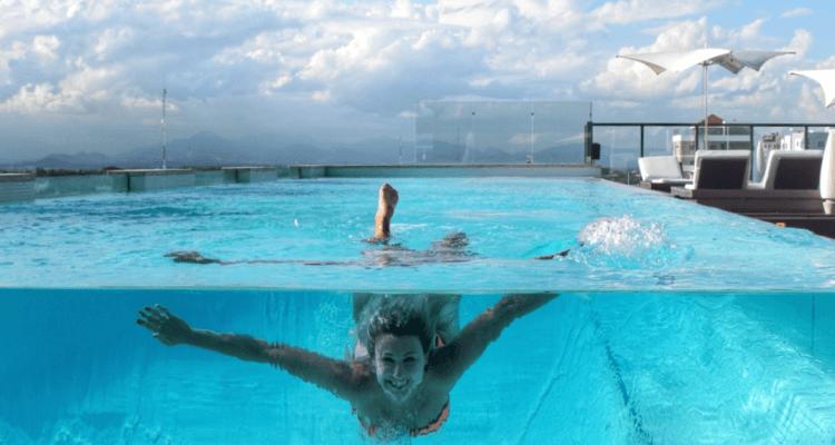 lateral piscina de vidro