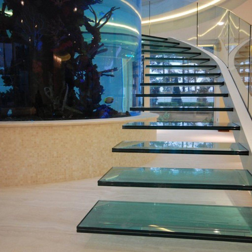 Escada de vidro com vidro laminado