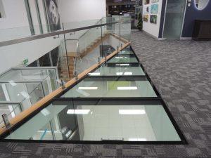 Chão de Vidro Próximo a Escada