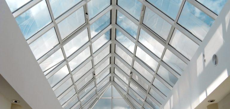 Qual é o papel da cobertura de vidro